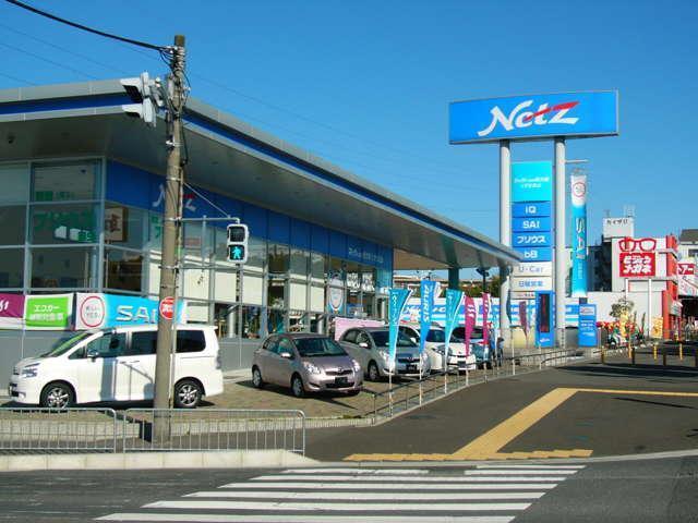 店舗は国道1号線京都方面行きに面しております。大阪方面からお越しの場合はそのまま左折入場して頂き、京都方面からお越しの場合は店舗前の信号を右折し、お店の裏側に右折して頂くとご来店頂けます。