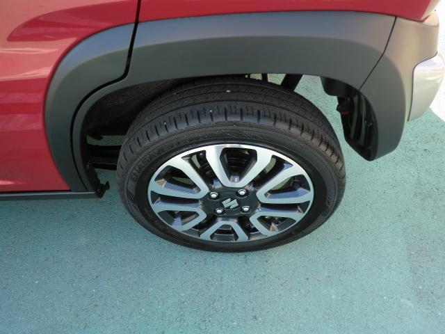 フットワークの軽い、運転ラクラクの足回り。タイヤの溝も、まだまだ!くわしくはスタッフへ。