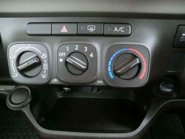 ダイヤル式のスイッチでエアコン操作も簡単!