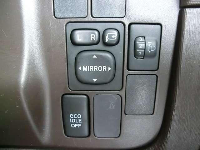アイドリングストップの切替もスイッチで簡単に行なえます◎