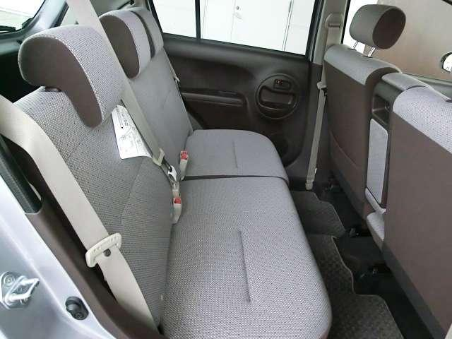 後席も意外にゆったりとしているので、お子様の乗車も快適★