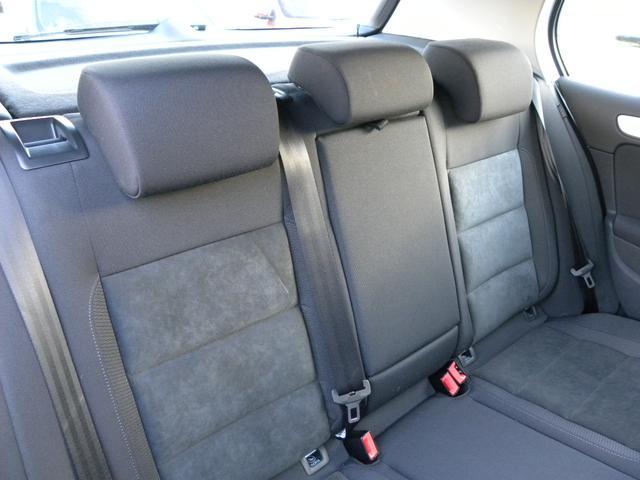 後部シートも快適なスペースです。シートアレンジも多彩で機能的です。
