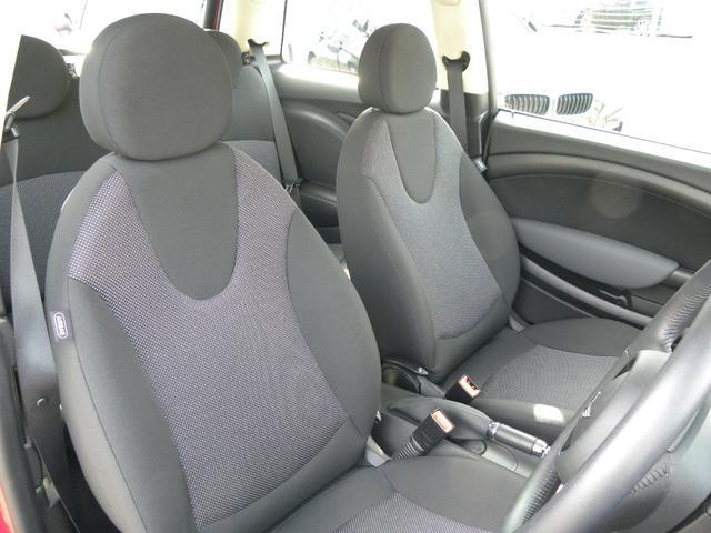 長距離でも疲れにくい設計です!是非ともお座りになって下さい!シートのサイドサポートは程度を見極めるうえで重要なポイントです。もちろんヘタリやすい車種や形状のシートはございますが参考にしてみて下さい。
