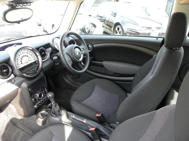 抗菌クリーニングを施し、車内はキレイで安心。輸入車独特なイイ香りがただよっています。
