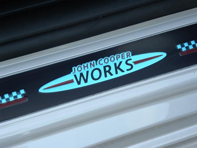 ジョンクーパーワークス JCWフルエアロ 純正HDDナビ クルーズコントロール ポップアップディスプレイ LEDヘッドライト ETC内蔵ミラー ビッグキャリパー 正規ディーラー車 取扱説明書 スペアキー(33枚目)