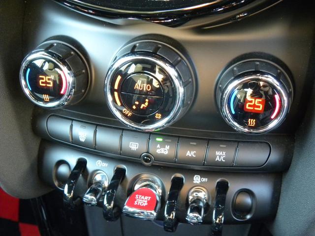ジョンクーパーワークス コックピットクロノパッケージ カーボンミラー カーボンエアインテーク ボンネットストライプ LEDヘッドライト 純正HDDナビ バックカメラ 車検時記録簿 取説保証書 スペアキー 正規ディーラー車(26枚目)