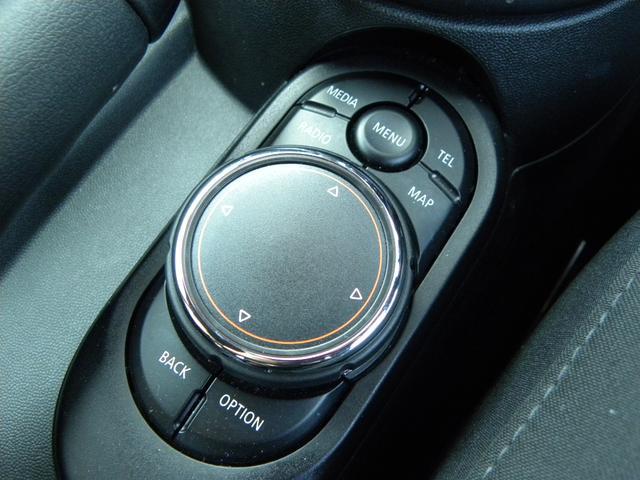 ジョンクーパーワークス コックピットクロノパッケージ カーボンミラー カーボンエアインテーク ボンネットストライプ LEDヘッドライト 純正HDDナビ バックカメラ 車検時記録簿 取説保証書 スペアキー 正規ディーラー車(28枚目)
