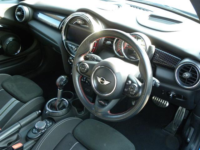 ジョンクーパーワークス LEDヘッドライト クルーズコントロール ヘッドアップディスプレイ パドルシフト ミラー内蔵ETC 純正HDDナビ 17インチアルミ 取説保証書 記録簿2枚 スペアキー 正規ディーラー車 安心保証(2枚目)