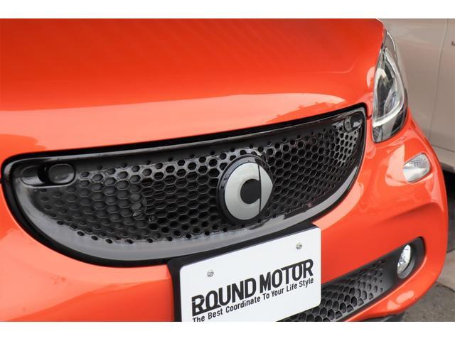 ・衝突警告・クルーズコントロール・純正Bluetooth、USB、AUXオーディオ・アイドリングストップ・シートヒーター・革巻きステアリング・バックソナー・LEDポジションライト・15AW