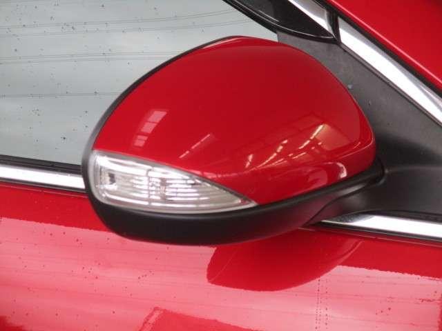 対向車や歩行者からも確認しやすいミラーウインカー付き。