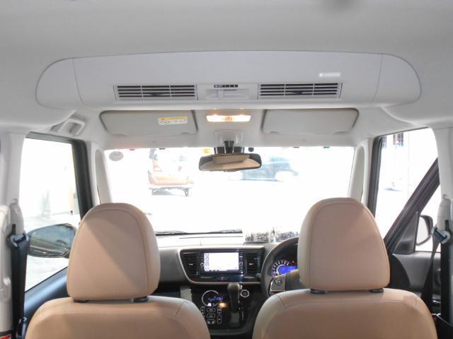 ルーフに取り付けたファンで、風を後席にも送風、空気を効率的に循環させることで、室内空間の温度を均一に保ちます。エアコンを使わない時でも、送風することによって、後席でも心地よく過ごすことができます!!