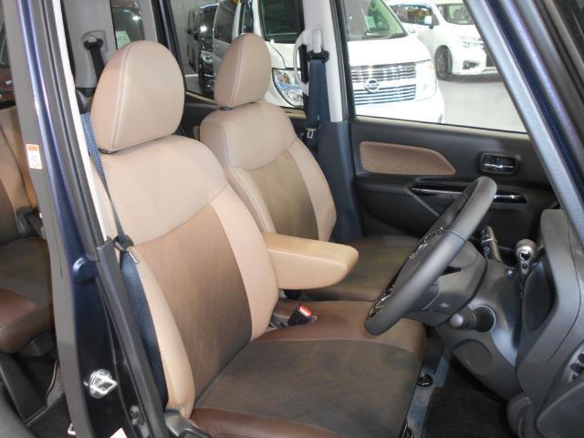 メーカーオプションのプレミアムインテリア専用シートは高級感のあるブラウンのレザー調シート!!座り心地も良くなっております!