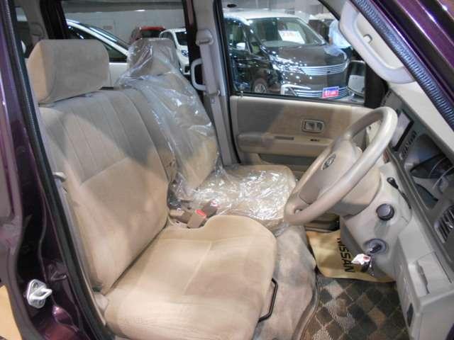 乗り込んだ瞬間に上質さに包まれるフロントシート!!ドライバーを優しくサポートしてくれます!