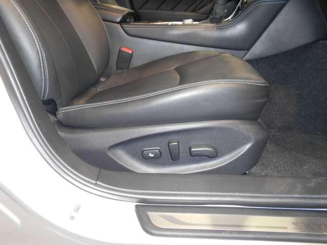 GT タイプP 3.0 GT タイプP 専用メモリーナビ 全方位カメラ クルーズコントロール 衝突軽減ブレーキ 踏み間違い LEDライト ハイビームアシスト オートライト シートヒーター 18インチアルミ ETC(9枚目)