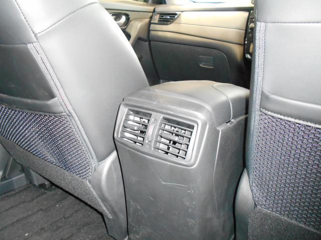後席の方にも気配りを♪後席エアコン吹き出し口が御座いますので快適に目的地までくつろぐことが出来ます!