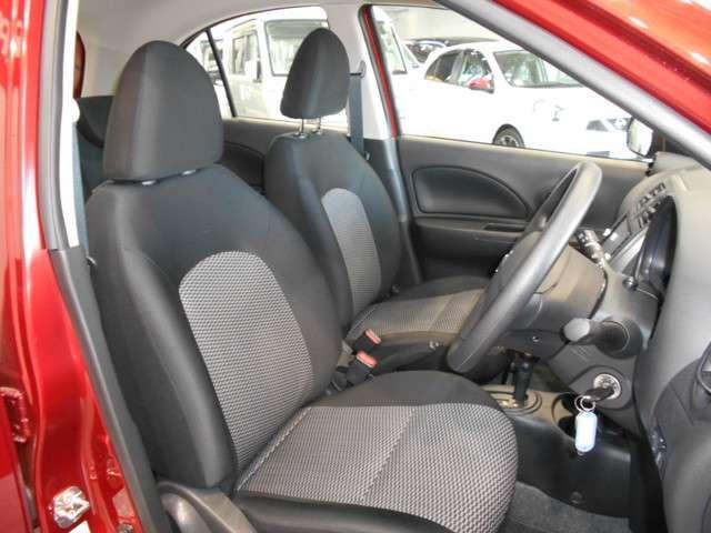 こんどのマーチは、明るくカジュアルな2トーンカラーのシートを採用。座り心地が良くてロングドライブも疲れません♪