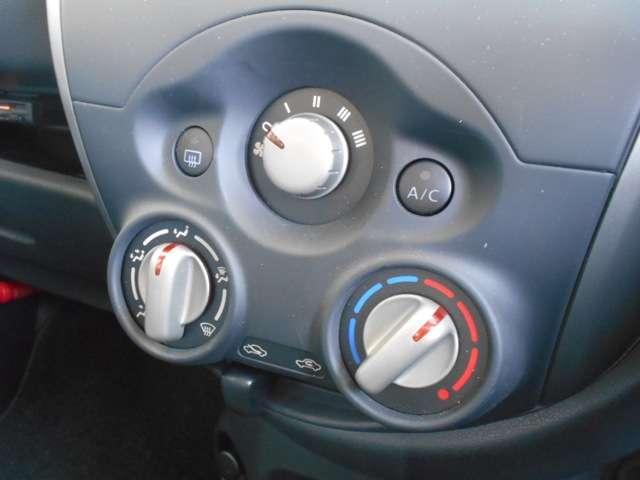 マニュアルエアコンを装備。お好きな温度、お好きなモードに♪自分好みに調整が出来るのがいいですよね♪