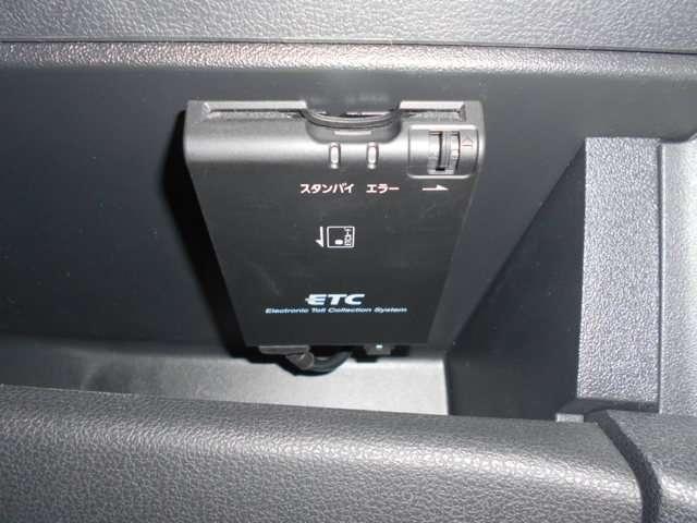 高速道路の料金支払いに便利なETC付き!ETCのセットアップやETCカードも承っておりますので販売士までお尋ね下さい。ヘッドライトの高さ調節ができるレベライザー付き!