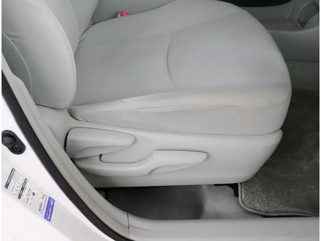 「トヨタ」「プリウス」「セダン」「大阪府」の中古車4