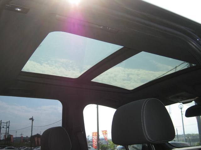 サンルーフ は 車内が明るくなり開放感が増すだけでなく、夏場なんかは車内の熱い空気を外に逃がすのにも効果的で、とっても便利な機能です。