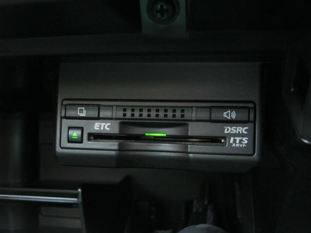 ETCを装備しているので高速もスイスイ進めちゃいます。ETCを利用して高速道路を楽々ドライブできちゃいます。花粉症の方は料金所で窓を開ける必要がないのは嬉しいですよね。