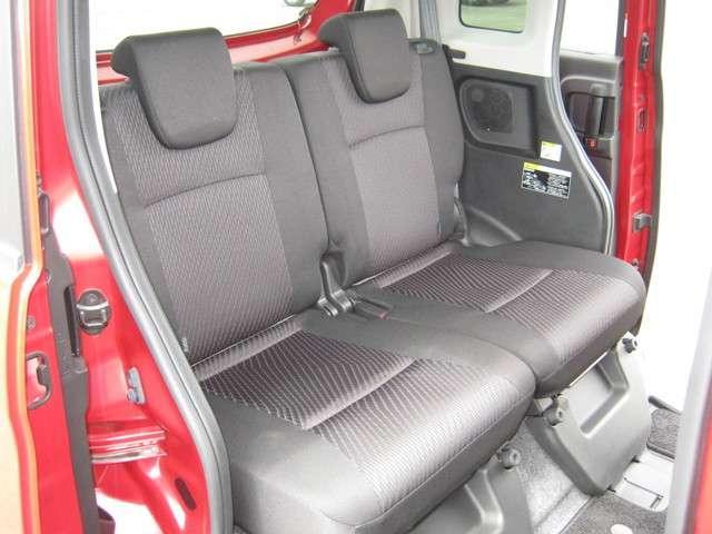 「後席シート」 使用感が少な目で、キレイな状態です♪