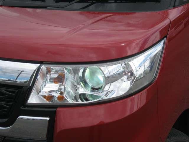 「HIDヘッドライト」 明るい光で暗い夜道も安全に運転できますね♪