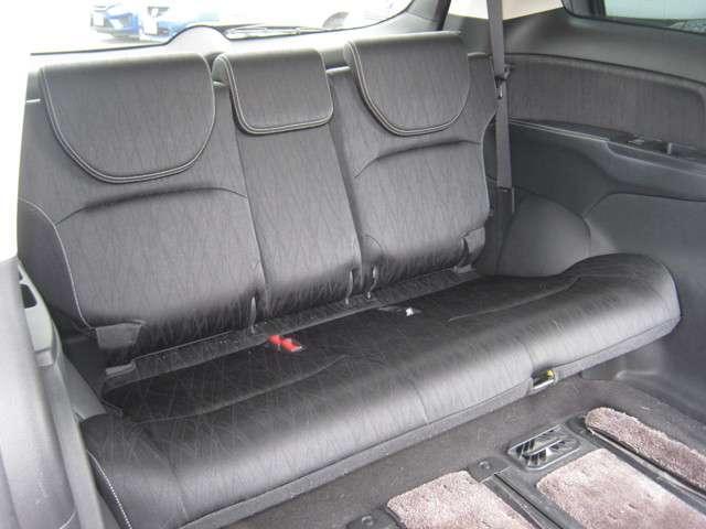 「キャプテンシート」 2列目シートはオットマン付きキャプテンシートで広々ゆったり! 運転席より快適かも!?