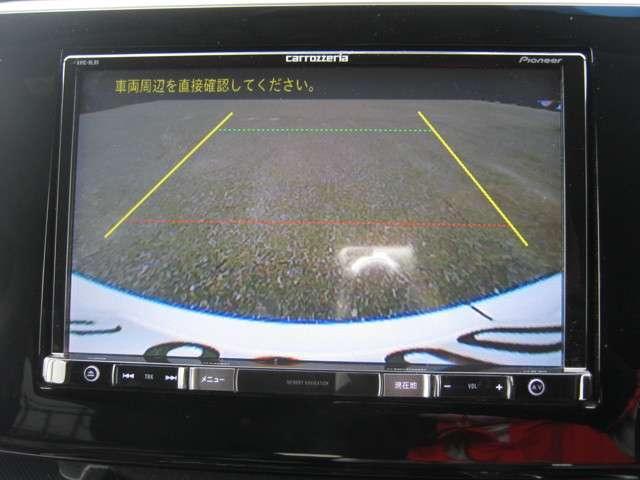 「バックモニター」 ギアをリバースに入れれば、車内のモニターに後方の様子を映し出します♪車を駐車する際やバックをするときに便利です♪