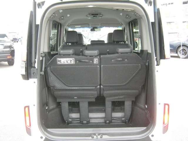 「ラゲッジスペース」 開口部が大きいので大きな荷物が容易に積み込めます♪