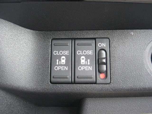 「アダプティブクルーズコントロール」 前を走るクルマとの車間距離を一定に保ちながら速度調整して追従してくれるので、長距離ドライブ時の負担を軽減します♪