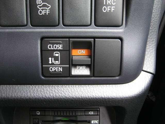 「パワースライドドア」 左側スライドドアは電動開閉が可能♪車内のスイッチやスマートキーで操作ができます♪