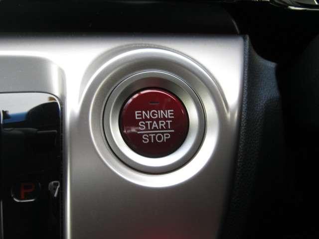 「スマートキーシステム」 カギを出さなくてもドアロック&解除、エンジンスタート&ストップが出来ます♪