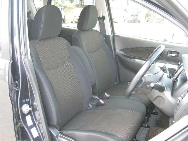 ベンチシートなので車内が広く、スッキリしています(^-^)♪