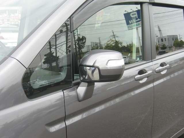 「ウインカー付きドアミラー」 見た目だけでなく、対向車からの視認性の向上につながって安全度もアップ☆