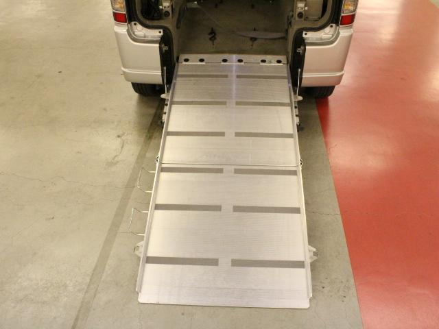 車いす移動車 後部電動固定 リアシート付(7枚目)