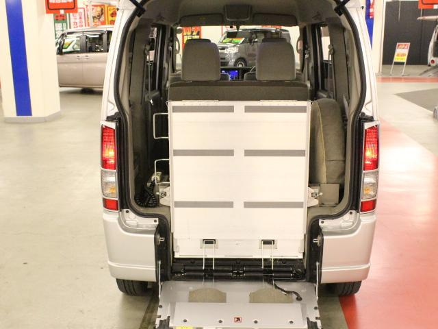 車いす移動車 後部電動固定 リアシート付(9枚目)