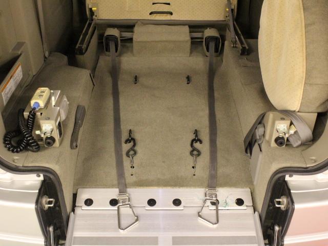 車いす移動車 後部電動固定 リアシート付(10枚目)