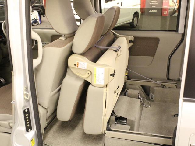 車いす移動車 後部電動固定 リアシート付(14枚目)
