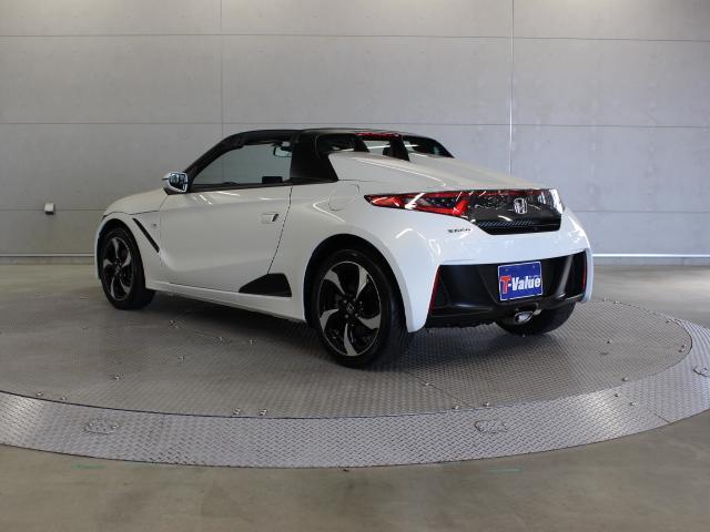 エンジンは、660cc水冷直列3気筒横置DOHCターボを搭載。トランスミッションには、軽自動車として初となる、新開発の6速マニュアルトランスミッションの採用しています。