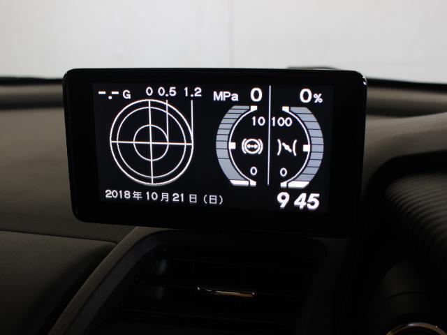 運転中にかかる前後左右の加速Gや、アクセルペダル開度・ブレーキ圧を表示します。またUSB接続による音楽再生や、HDMI接続による映像再生も可能となっています。