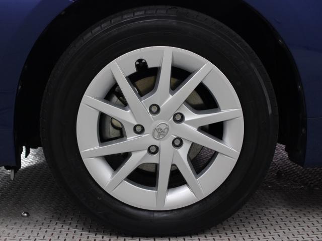 純正アルミホイールは精度が高く、走行の安定性が優れています。タイヤサイズは205/60R16です。