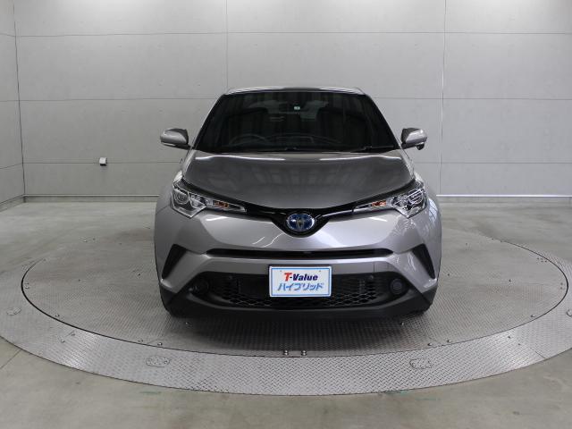 プリクラッシュセーフティシステム、レーンディパーチャーアラートなど4つの先進安全機能をセットにした衝突回避支援パッケージ「Toyota Safety Sense P」を装備しています。