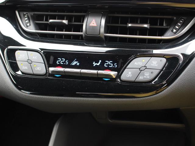 手を伸ばせば自然に届く位置にレイアウトしたスイッチ類。エアコンの調節は、直感的な上下操作で行えるスイッチを採用し、使用頻度の高いスイッチはダイヤモンド形状で区分けし識別性を高めています。