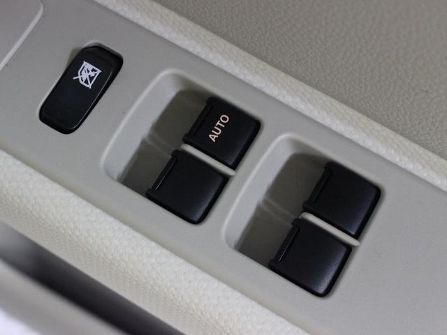 運転席からも操作可能な全席パワーウィンドウが装備されています。
