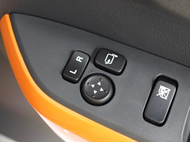 電動格納ミラー付なので、狭い道に駐車する時も安心です。