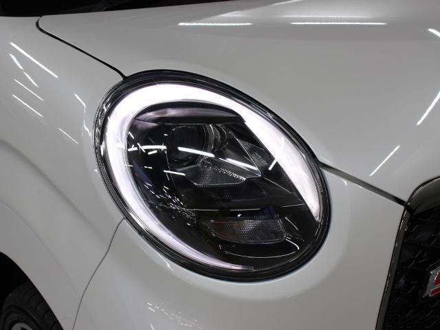 LEDクリアランスランプ付のBi-Angle LEDヘッドランプを装着、1灯のLEDでロービームとハイビームを切り替えます。