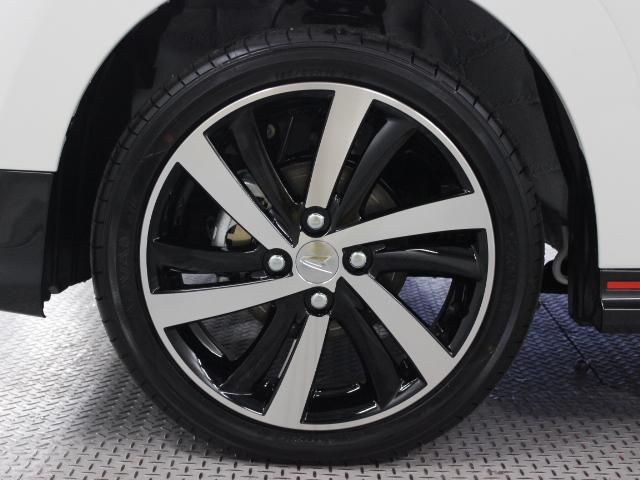 軽快な動きを感じさせる、高いデザイン性の16インチアルミホイールを装着。タイヤサイズは165/50R16です。