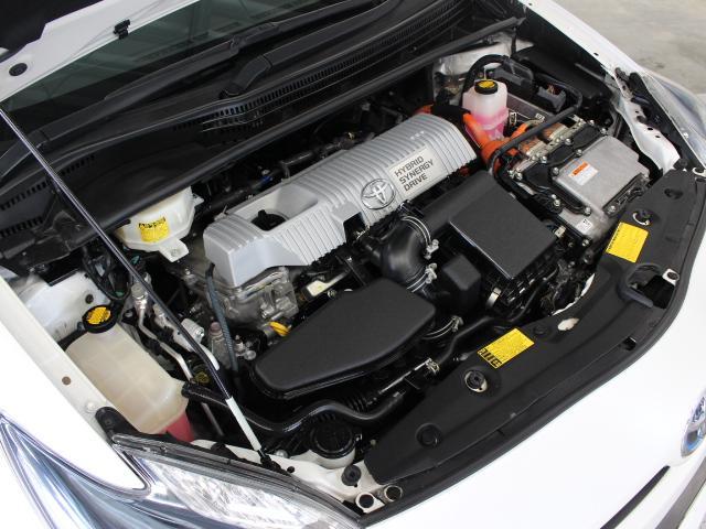 2ZR-FXE型 1.8L 直4 DOHCエンジンと3JM型 交流同期電動機のハイブリッドシステム搭載、FF駆動です。