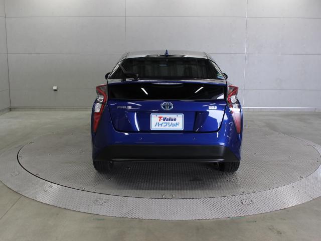 駐車したいスペースの前で停車してスイッチを押すだけで、どなたでもキレイに駐車可能なシンプルインテリジェントパーキングアシスト(S-IPA)が装備されています。